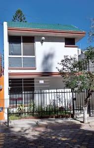 EXCELENTE UBICACIÓN, CON LO NECESARIO Y MÁS - Guesthouse