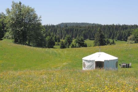 Séjour insolite en yourte dan le Jura - La Pesse