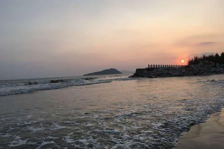 金色海滩   看日出日落  候鸟  海浪 - Wikt i opierunek