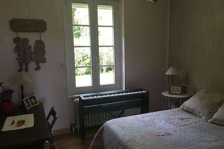 Chambre avec salle de bain privative Le Creusot - House