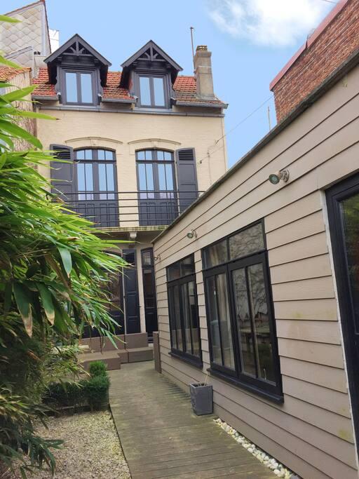 Un jardin nich au coeur du touquet maisons louer le for Restaurant le jardin touquet