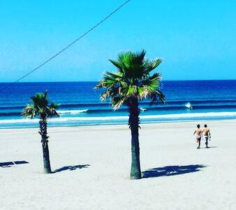Beach, station walk 1 minute. - House