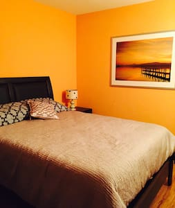 Big best bedroom in NoHo (Breakfast included) - Los Angeles - Apartment