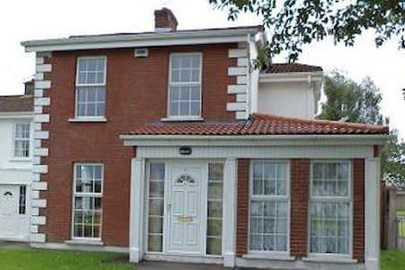 House 701 Near University Limerick Ireland - Haus