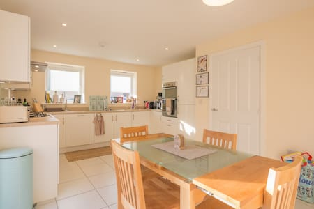 Spacious, cosy home in Cambourne - House