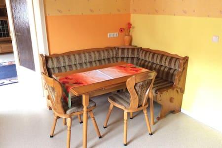 Idyllisches Zimmer für 20€ pro P. - Lejlighed