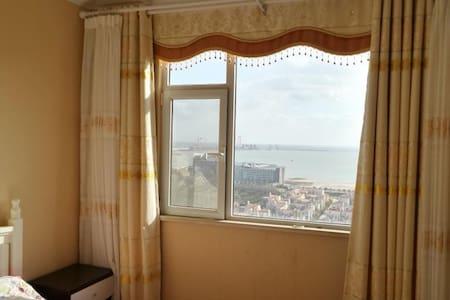 一线高层高档海景双大床度假家庭套房(可做饭、可售) - Yantai Shi - Appartement