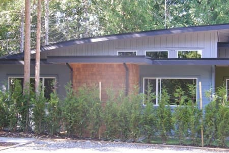 Forest and Beach Retreat - Parksville