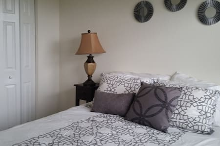 Modern room near Dolphin mall & Airport - Miami - Townhouse