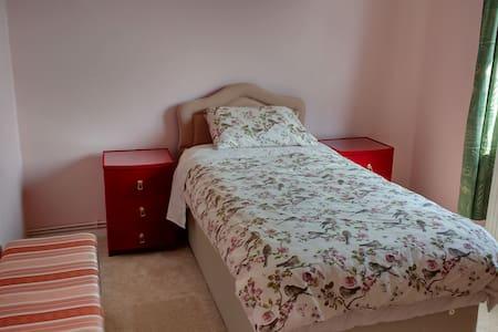 Single Room in Flat in Quiet Area - Appartement
