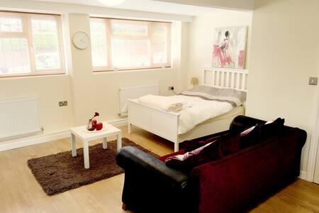 Luxury studio apartment for 2 - Coventry - Apartment