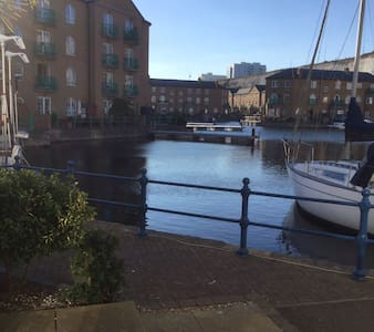 Lovely Show Flat with Marina View - Flat