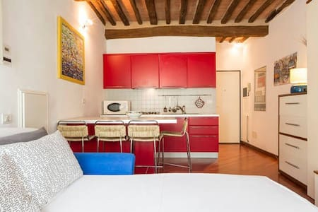 Red & White Studio - Appartamento
