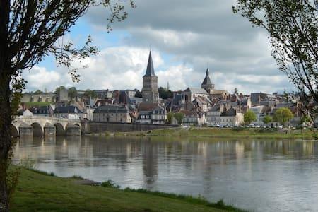 Maison dans zone naturelle à La Charité/ Loire - Hus