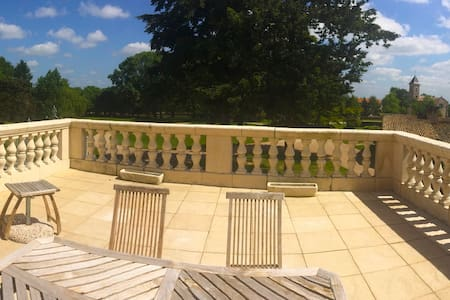 Beautiful Chateau Balcony Apartment - Vasles - Wohnung