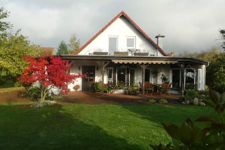 Ruhige Wohnung im großen Garten - Zehna - Leilighet