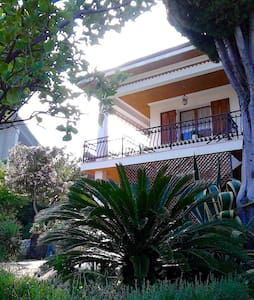 Le tortore - Quiet holiday home in Bordighera - Hus