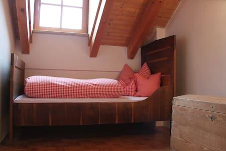 Helle 3 ZimmerWhg. mit Balkon und TG im Chiemgau - Lejlighed