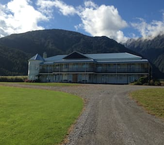Hukawai Lodge-Lake, Mountains, Bush, Farm Animals - Bed & Breakfast