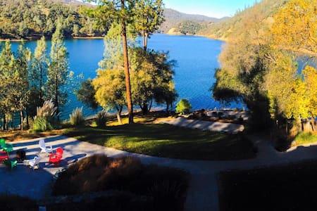 Pirate Cove Lakehouse Nevada County - Hus