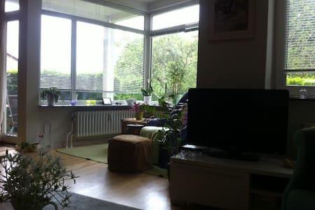 3 km fra Aarhus C - god plads til 4 personer - Appartement