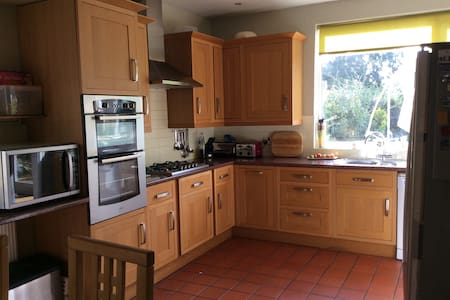 Large private room Enfield Town - Huis