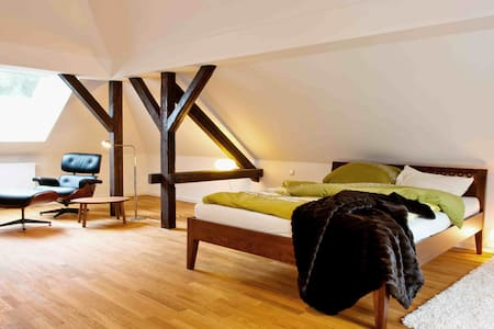 Villa Lobstädt - Dachgeschosswohnung im Park - Apartment