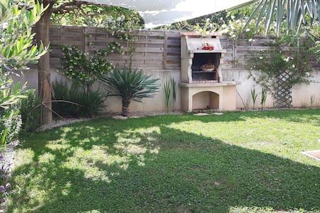 Joli appartement avec jardin - Byt