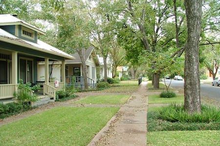 Cozy Loft near Downtown Austin! - Austin - House