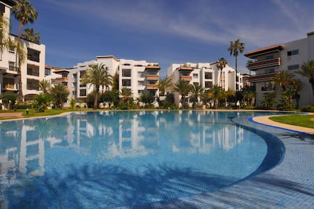 Marina is a double with an outdoor pool, set in Agadir, 900 metres from Agadir Oufella Ruins. Guests benefit from terrace. Free WiFi is provided . A microwave, a refrigerator and a stovetop can be found in the kitchenette. Towels and