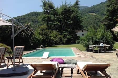Stanza indipendente in villa con piscina - Ballabio - Bed & Breakfast