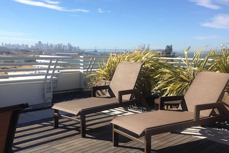 City views from a cozy 1 bedroom with parking - San Francisco - Condominium