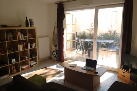 T2 PARKING, TOUTES COMMODITES - Apartemen