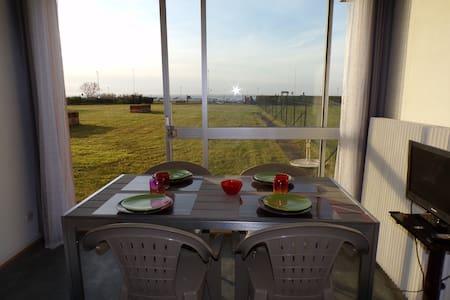 Studio vue sur la mer - pelouse et accès plage - Calais