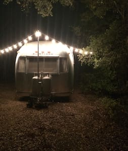Vintage Airstream - Dripping Springs - Τροχόσπιτο