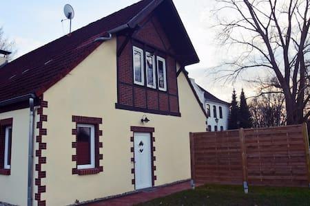 Schöne Ferienwohnung in Ostseenähe - Neuburg - Apartment