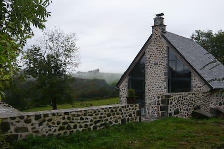 Ancienne grange auvergnate rénovée - Dom