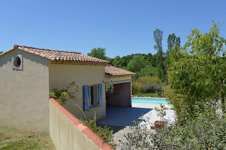 studio  avec piscine privée - Haus