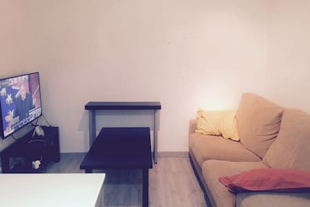 PRIVATE ROOM IN A FRESH AND COZY APARtMENT. - Barcelona - Apartment