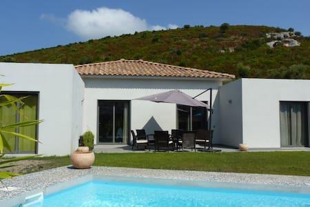Villa avec piscine, proche plage - Oletta