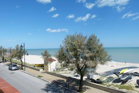Appartamento con balcone sul mare - Montignano-Marzocca