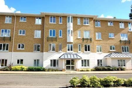 1 bedroom riverside flat in a private road in Kew - Appartement
