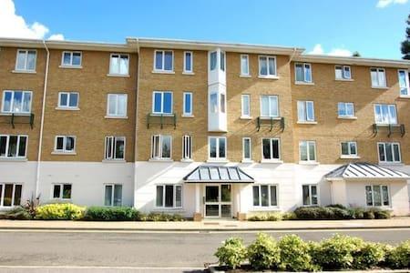 1 bedroom riverside flat in a private road in Kew - Apartamento