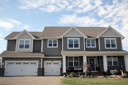 4 bedroom home 5 min to Ryder Cup - Chaska - Casa