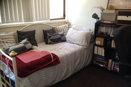 Walk to uni, quiet and charming - Marsfield - Townhouse