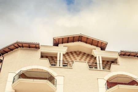Appartamento luminoso per famiglie - Apartment