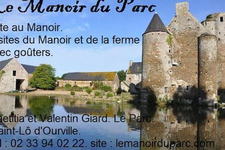 """Gîte """"Le Bacchus"""", Manoir du Parc d'Ourville (MH). - Slott"""