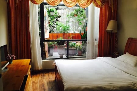 2号地铁线宽窄巷子附近舒适大窗独卫木床房 - 成都 - Villa
