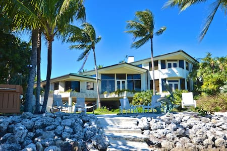 KEY WEST MANSION - PRIVATE BEACH! - House