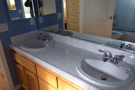 2 single rooms available - South San Francisco - House